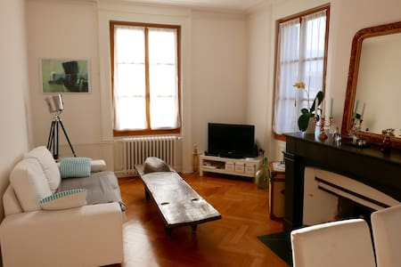 Cosy room in a charming flat - Geneve