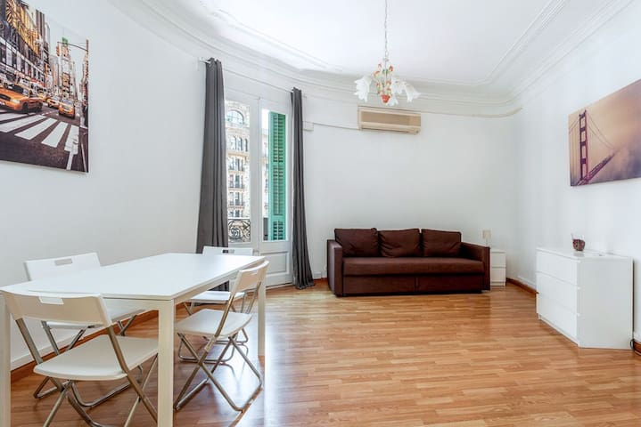 Room for 4 people near Plaza Cataluña