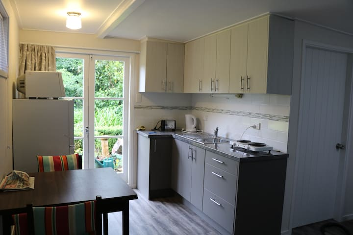 Kitchen studio, garden setting, close to town