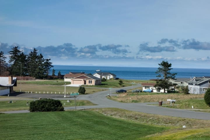 Nature's Backyard Oceanview Getaway
