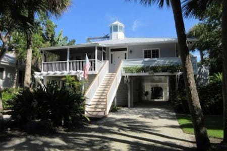 Private beach steps away, close to village - Boca Grande