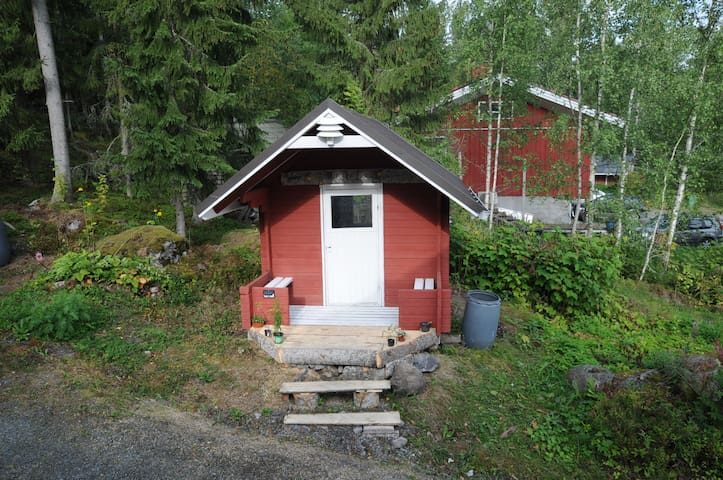 Quick Stop Aspendwarf Red Hut Outdoor Sleeping
