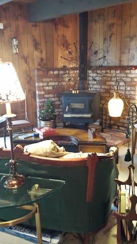 Tuolumne One Bedroom Cabin Like Experience (No TV)