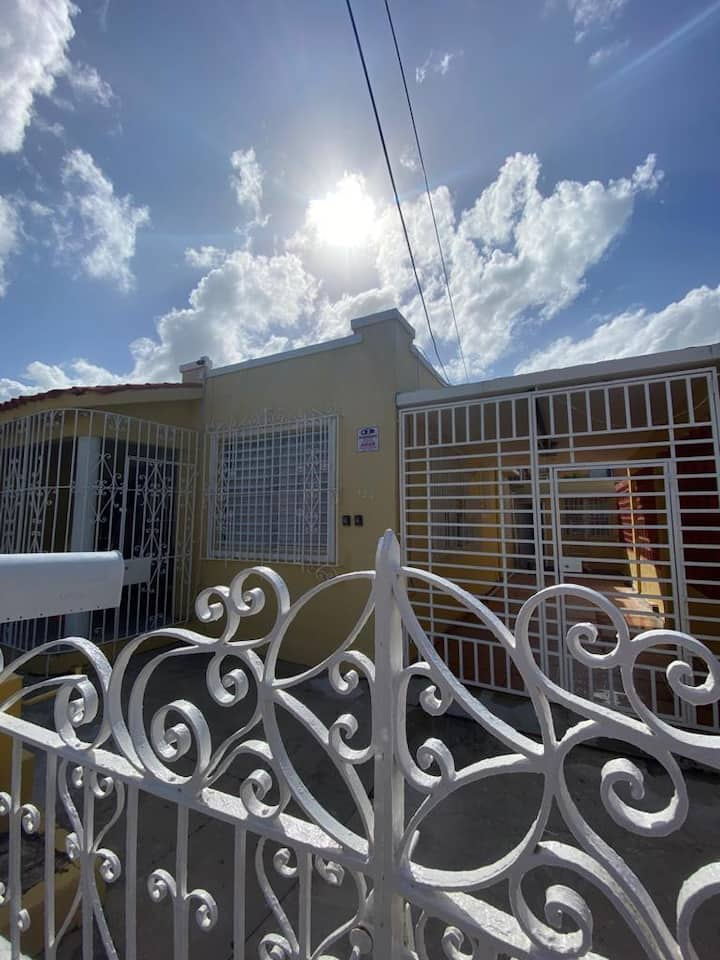 Peaceful 2 bedroom steps away from La Calle Loiza!