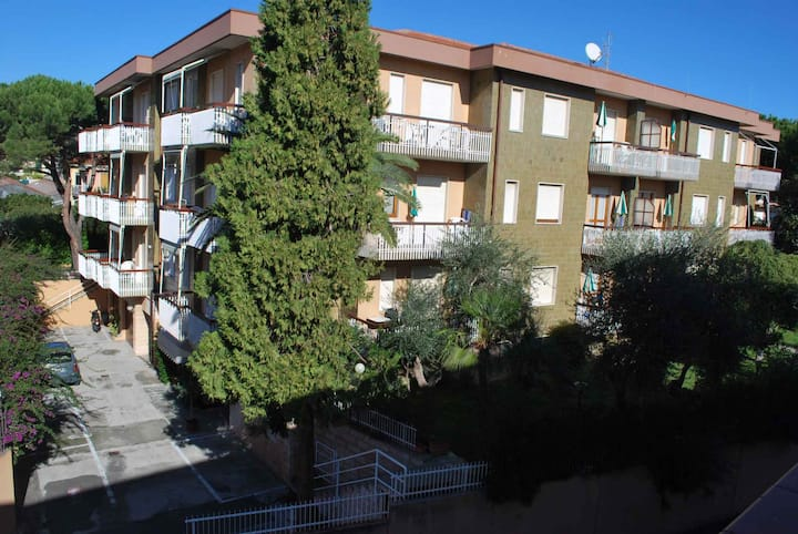 Apt for 2+3 pers with pool in Diano Marina R23061