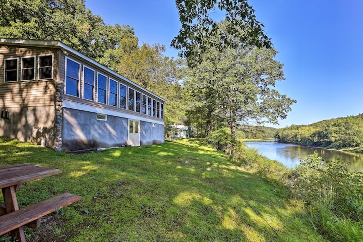 Beach Lake Cabin on Delaware River w/Sunroom!