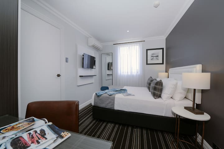 Perouse Lodge - Small Double Room