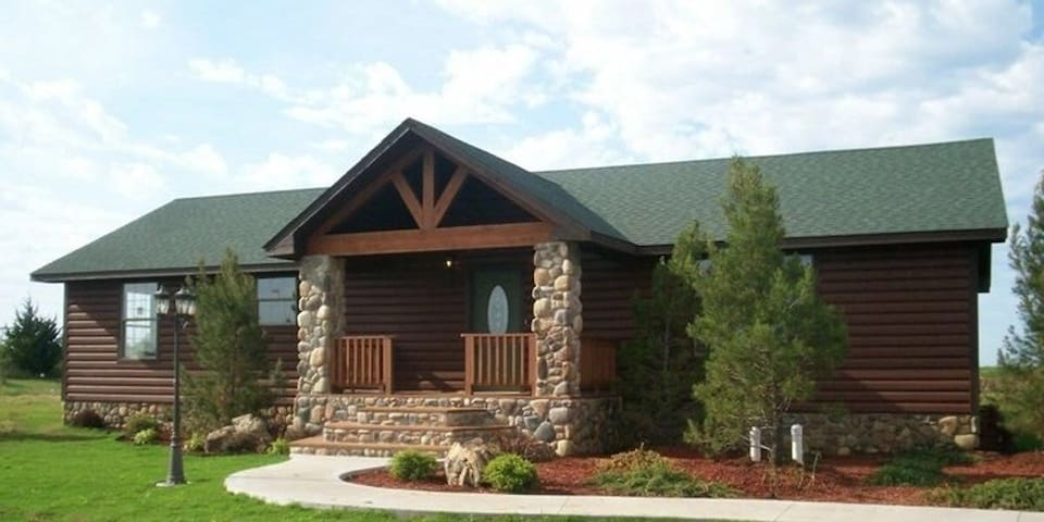THE OUTDOORSMAN Your woodsy getaway
