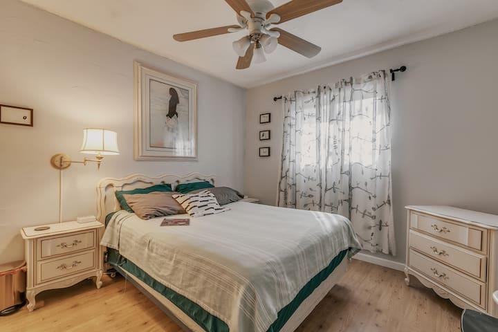 Cozy room in Midtown