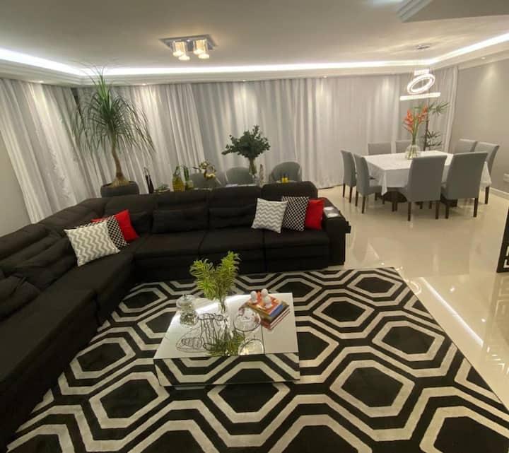 Charmoso apartamento com ótima localização