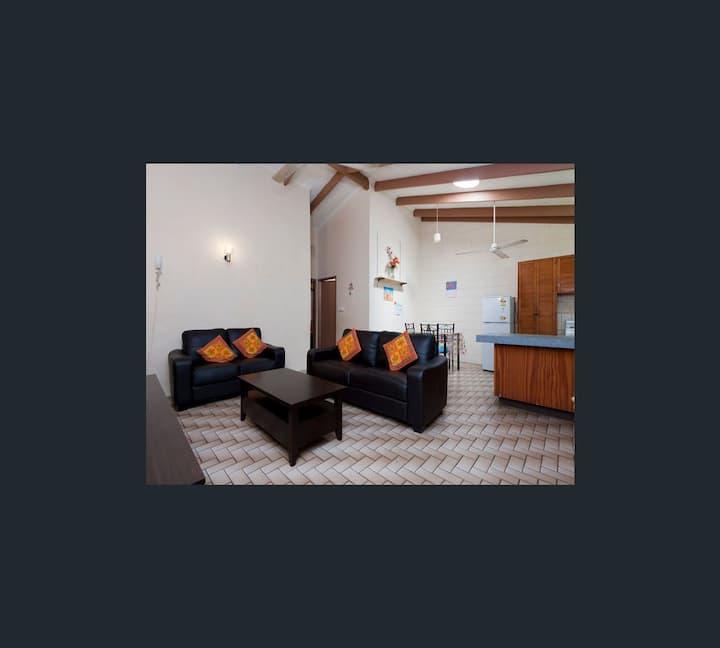 Karama Getaway: 2 Bedroom Unit with pool.