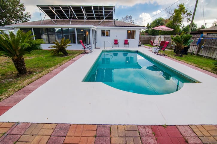 Deltona pool home near I-4