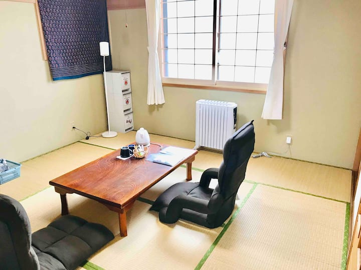 【8畳 和室】オホーツク海に面した一軒家の一室。近くには道の駅や美味しいラーメン屋があります