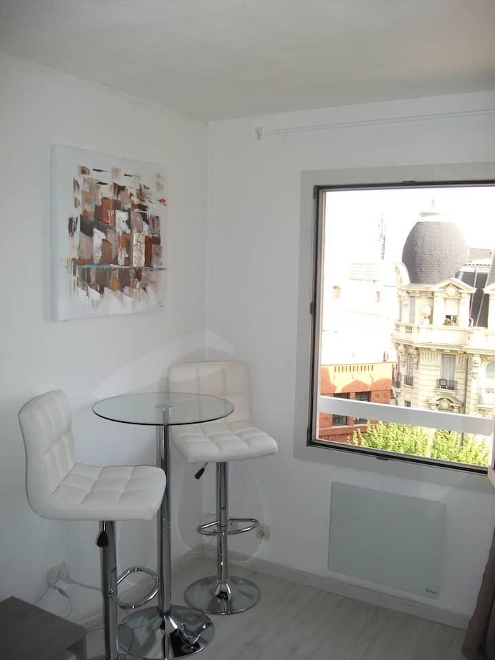 studio climatisé plein centre de Nice, proche gare