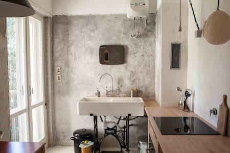 APPARTAMENTO SPAZIOSO, RICERCATO, VICINO AL CENTRO - Triest - Wohnung