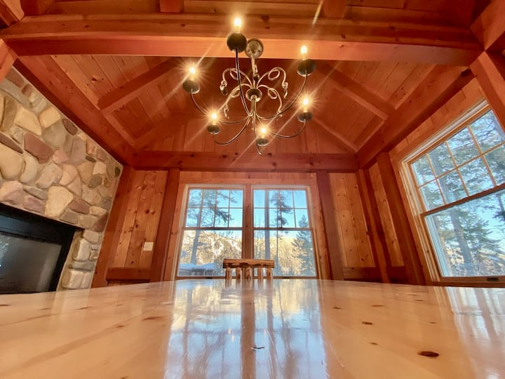 Brown Bear Chalet, Luxury Ski-In/Ski-Out Across from Whitefish Resort; Free 1 day Lift Ticket