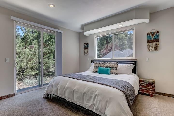 King Bedroom w/Attached Bath & Sliding Door w/Deck
