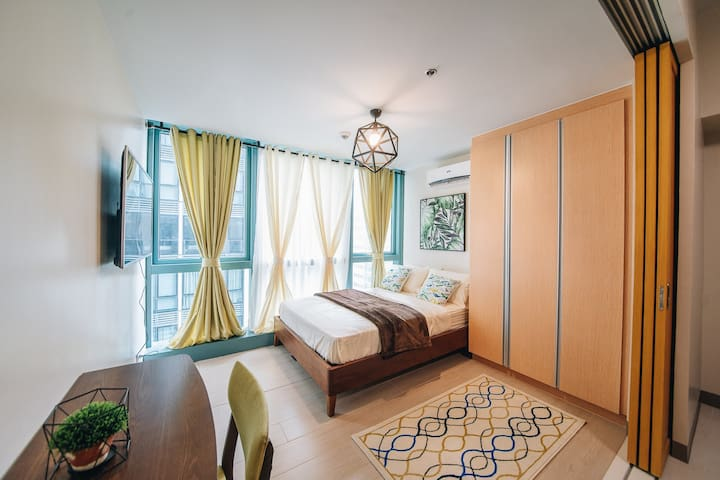 Complete 1BR @ Uptown Mall BGC (Washer/Parking)