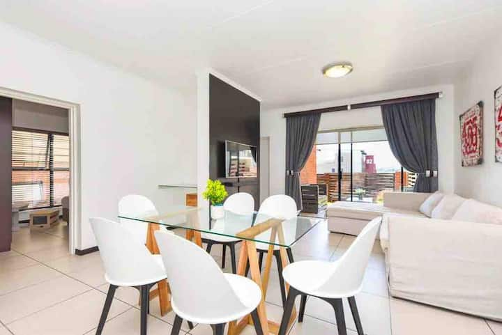 Modern & Secure Exec apartment in Ideal location