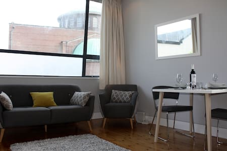 Perfectly Located Bright City Centre Apartment