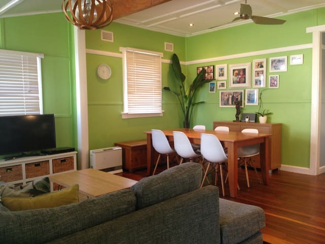 Modern Cosy Narrabeen Cottage - North Narrabeen - Talo