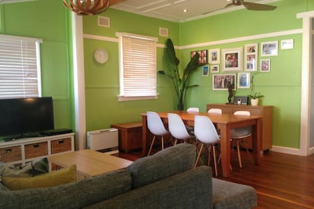 Modern Cosy Narrabeen Cottage - North Narrabeen - Rumah
