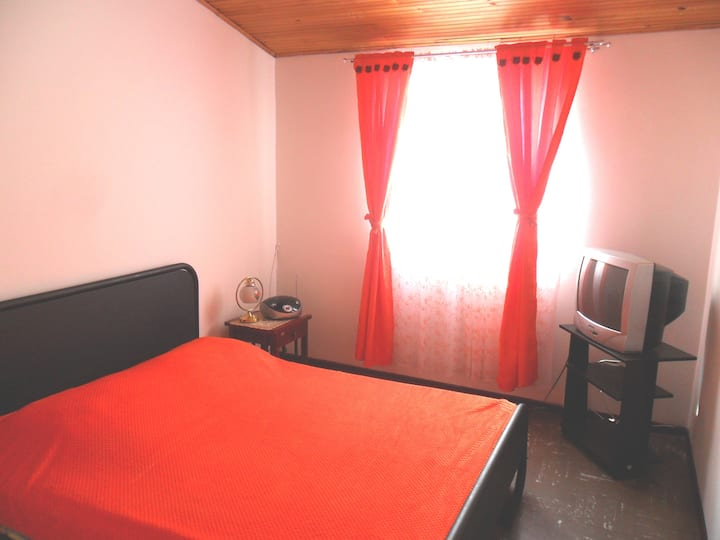 ¡Cosy and quiet bedroom! Nearby the Airport