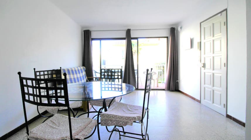 Apartment w/terrace 3 min on foot from the beach