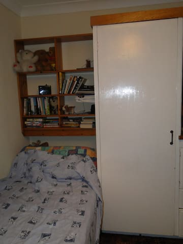Bright single room close to public transport - Dartford - Dům