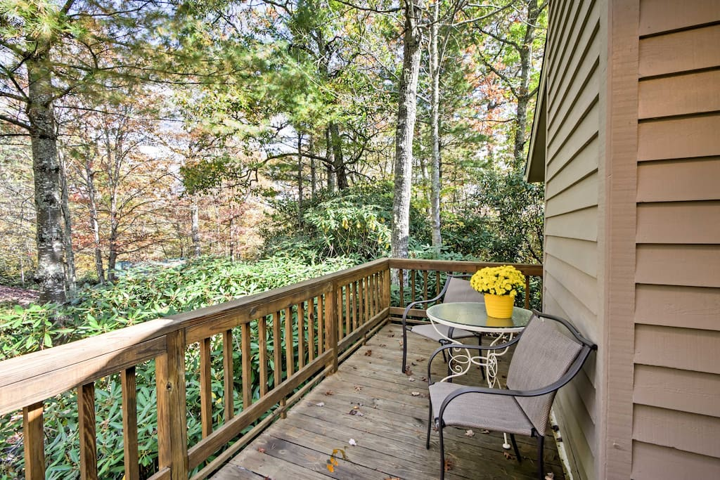 Located in Linville Land Harbor Community, this area offers scenic views of lush landscape near the Blue Ridge Mountains.