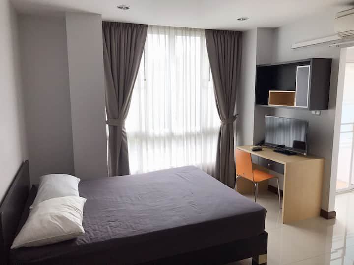 Studio 30sqm.@ Ekkamai 12 near Thonglor!