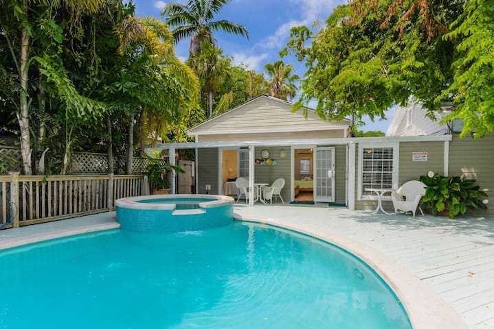 King Poolside Room, just off Duval Street - Key West - Guesthouse