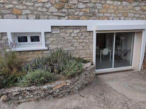 logement indépendant situé dans le sous sol d une maison familiale.