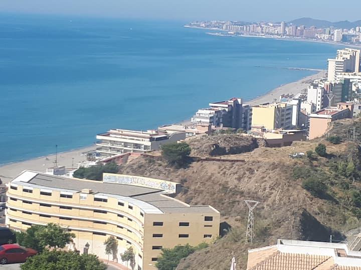 Piso moderno cerca de la playa con vista al mar