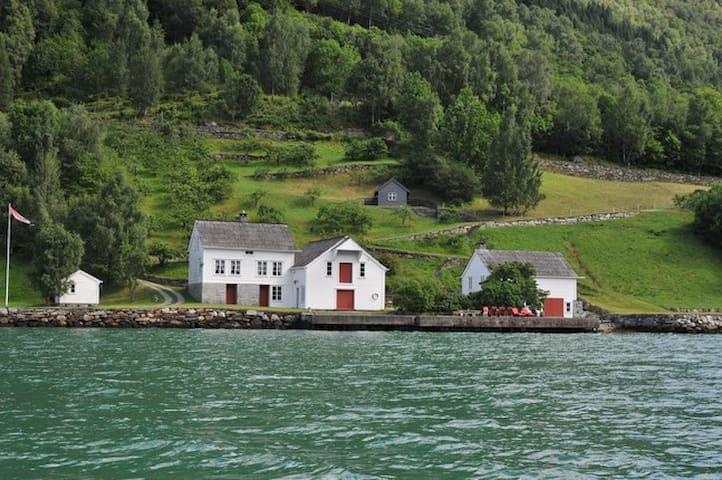 Tausastova i Hardangerfjorden - Lofthus