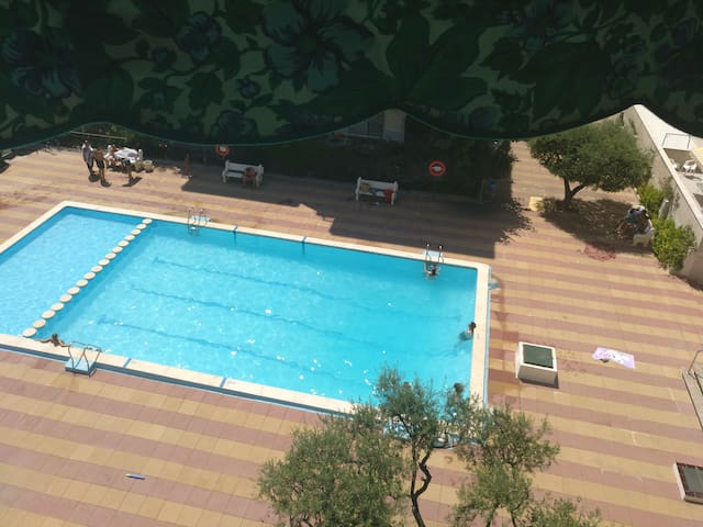 CALAFELL 5 Beach tiene: WIFI ,PISCINA, PARKING,SOL