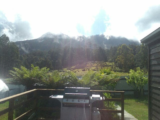 Launceston/Deloraine Quamby Bluff  Accommodation