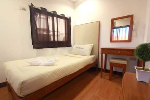 Comfortable Budget Room in San Jose by SJ Mansion