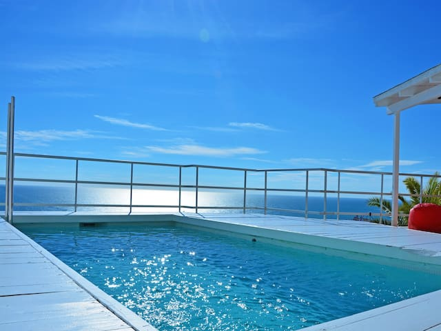 Sitges Villa Altavista: Stunning views, 2 minutes from the beach, bright and sunny.