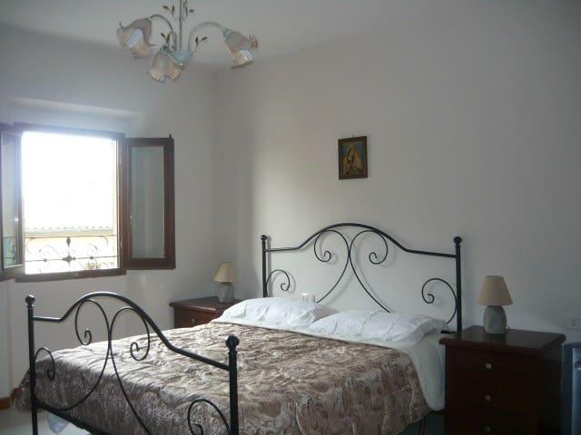 Toscana, Appartamento ai piedi del borgo medievale