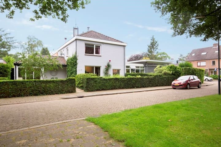 Private villa with garden near city center - Apeldoorn - Talo