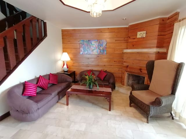 """GREEN VALLEY Vacation  House """"Overlooking Baguio"""""""