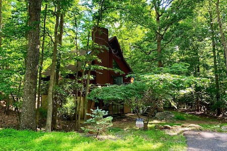 Cozy Chalet! Nestled in the woods of Massnutten.