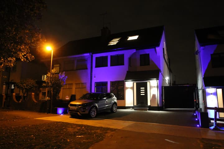 Luxury studio flat in gated development N London.