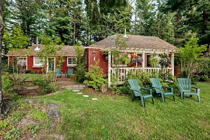 Packwood Farmhouse w/Hot Tub & Fire Pit on 8 Acres