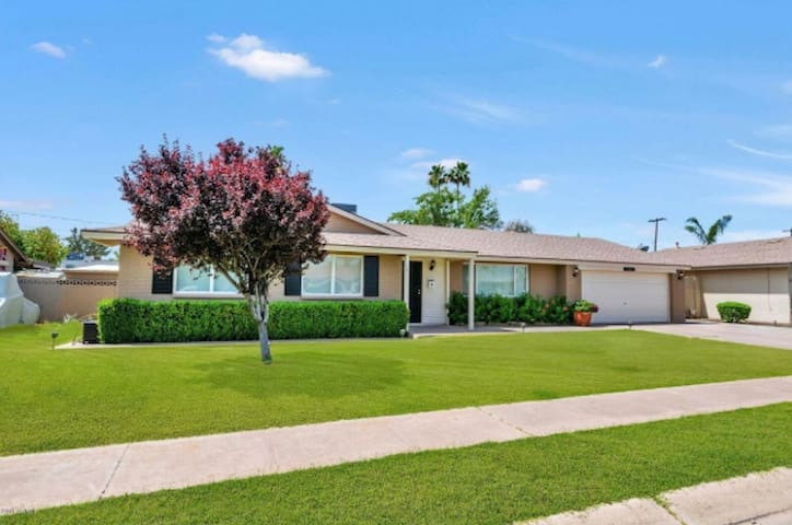 A Darling Ranch Home *MAYO CLINIC FAMILY FAVORITE!