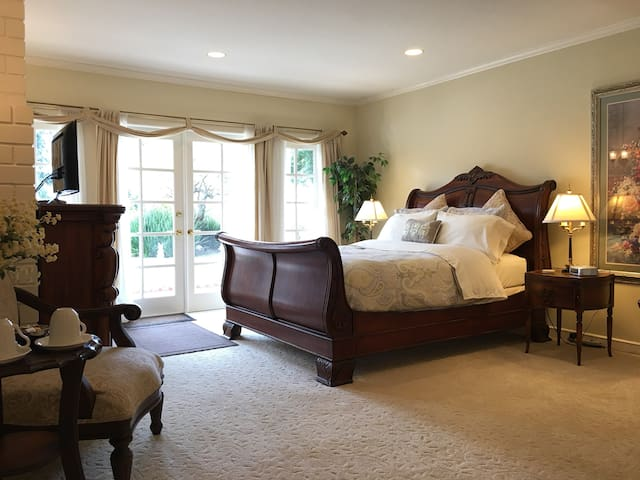 Charming Private Malibu Suite-Pool/Spa/Tennis Ct