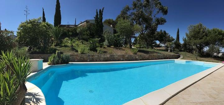 Ferienhaus mit Pool und Aussicht