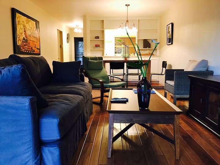 Cozy 2 BR+2B condo for weekend getaway/biz travels