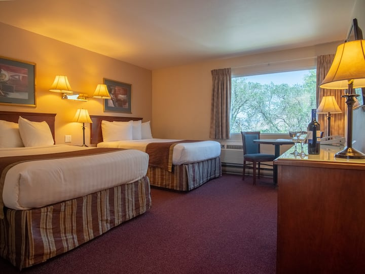 Mountain View Room with 2 Beds. SWIMMING POOL OPEN